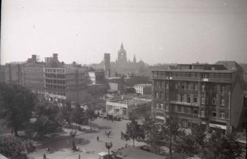 ARH NL Koberg 735, Blick vom Operndach das Haus Friedrich-Wilhelm und Rathaus im Hintergrund, Hannover, 1948