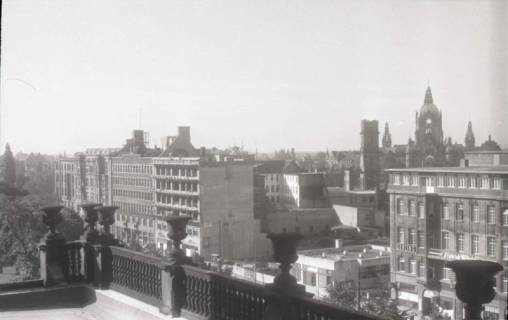 ARH NL Koberg 744, Blick von der Oper das Haus Friedrich-Wilhelm und Rathaus im Hintergrund, Hannover, nach 1948