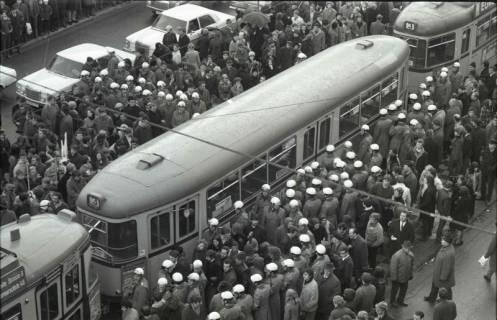 "ARH NL Koberg 762, ""Roter Punkt"" Demonstration gegen Fahrpreiserhöhung der ÜSTRA, Hannover, 1970"