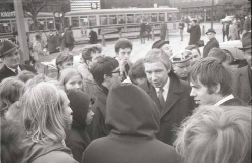 "ARH NL Koberg 765, ""Roter Punkt"" Demonstration gegen Fahrpreiserhöhung der ÜSTRA, Hannover, 1970"