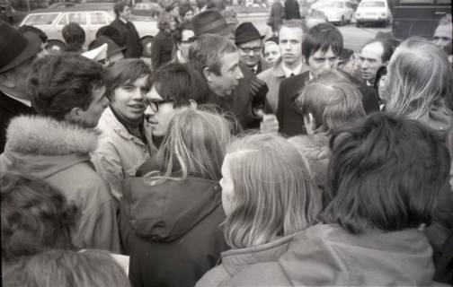 "ARH NL Koberg 766, ""Roter Punkt"" Demonstration gegen Fahrpreiserhöhung der ÜSTRA, Hannover, 1970"