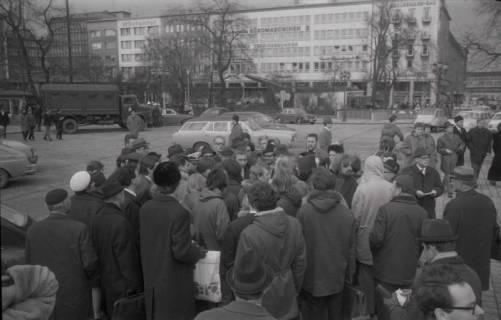 "ARH NL Koberg 767, ""Roter Punkt"" Demonstration gegen Fahrpreiserhöhung der ÜSTRA, Hannover, 1970"