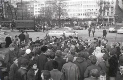 "ARH NL Koberg 769, ""Roter Punkt"" Demonstration gegen Fahrpreiserhöhung der ÜSTRA, Hannover, 1970"