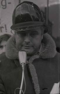 "ARH NL Koberg 786, ""Roter Punkt"" Demonstration gegen Fahrpreiserhöhung der ÜSTRA auf dem Opernplatz, Hannover, 1970"