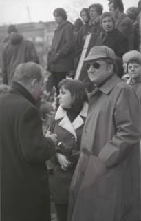 "ARH NL Koberg 788, ""Roter Punkt"" Demonstration gegen Fahrpreiserhöhung der ÜSTRA auf dem Opernplatz, Hannover, 1970"