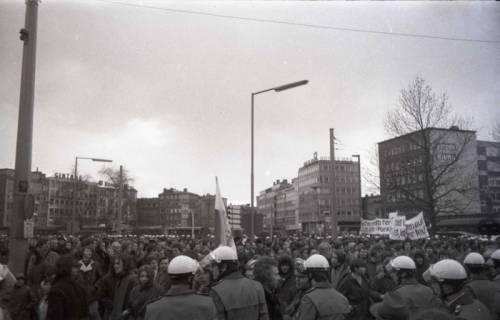 "ARH NL Koberg 802, ""Roter Punkt"" Demonstration gegen Fahrpreiserhöhung der ÜSTRA am Steintor, Hannover, 1970"