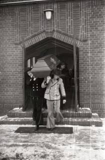ARH NL Koberg 823, Rituelle Beisetzung eines Zimmermannes, 1964