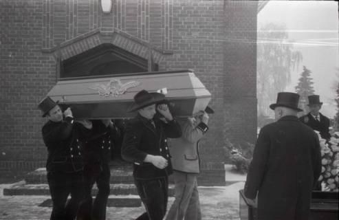 ARH NL Koberg 824, Rituelle Beisetzung eines Zimmermannes, 1964