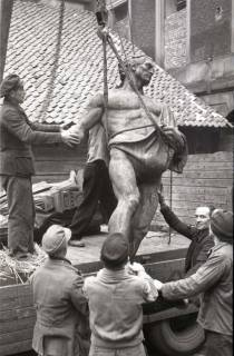 ARH NL Koberg 846, Figur des Duve-Brunnens (Sämann-Brunnen) am Leibnizufer, Hannover, 1952