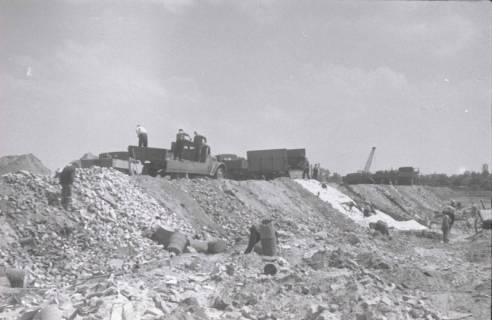 ARH NL Koberg 858, Trümmerschüttung für den Bau des Niedersachsenstadions, Hannover, 1952