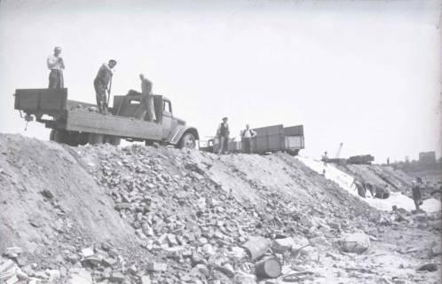 ARH NL Koberg 860, Trümmerschüttung für den Bau des Niedersachsenstadions, Hannover, 1952