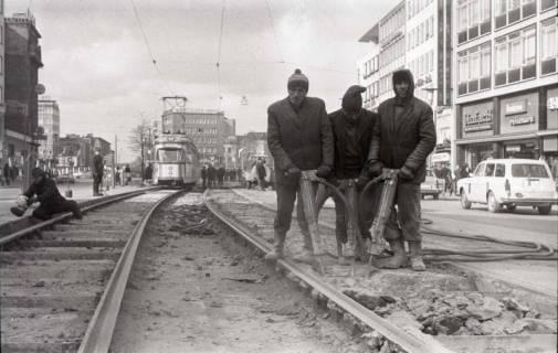 ARH NL Koberg 936, Straßenbahngleisarbeiten in der Georgstraße, Hannover, 1971