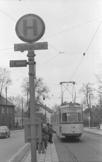 ARH NL Koberg 940, Straßenbahnhaltestelle mit Straßenbahn, Gleidingen, 1974