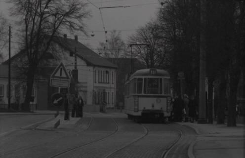 ARH NL Koberg 974, Straßenbahnhaltestelle mit Straßenbahn, Gleidingen, 1974