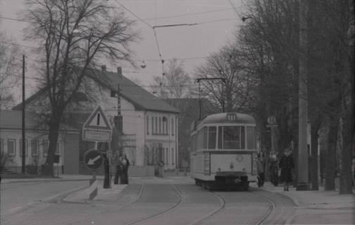 ARH NL Koberg 975, Straßenbahnhaltestelle mit Straßenbahn, Gleidingen, 1974