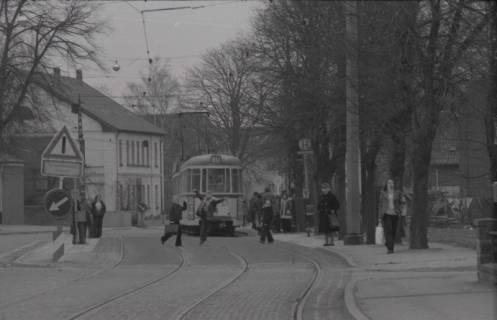ARH NL Koberg 976, Straßenbahnhaltestelle mit Straßenbahn, Gleidingen, 1974