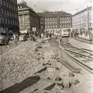 ARH NL Koberg 979, Schienenverlegung für die Straßenbahn am Ernst-August-Platz, Hannover, 1968