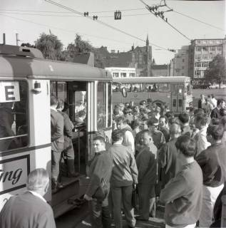 "ARH NL Koberg 992, ""Rote-Punkt-Aktion"" in der Innenstadt, Hannover, 1969"