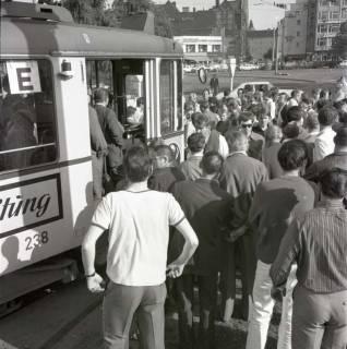 "ARH NL Koberg 993, ""Rote-Punkt-Aktion"" in der Innenstadt, Hannover, 1969"