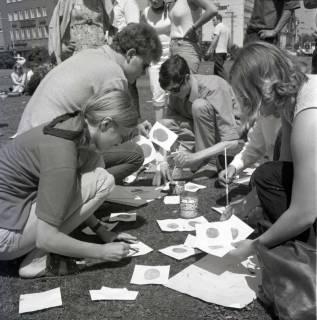 "ARH NL Koberg 997, ""Rote-Punkt-Aktion"" in der Innenstadt, Hannover, 1969"