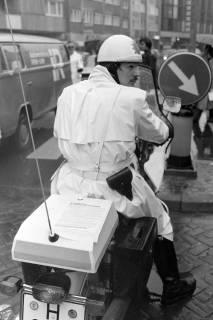 ARH NL Mellin 01-004/0001, Motorradpolizist bei einer Anti-Atomkraft Demonstration gegen das Atommüllager Gorleben, 1976