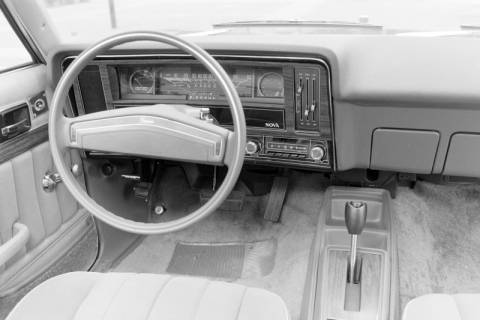 ARH NL Mellin 01-004/0025, Innenraum eines Chevrolet Nova, um 1974