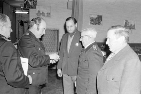 ARH NL Mellin 01-005/0001, Verleihung von Auszeichnungen? auf der Jahreshauptversammlung der Feuerwehr Ramlingen-Ehlershausen im Landgasthof Voltmer, nach 1974