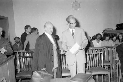 ARH NL Mellin 01-012/0001, Otto Freiherr von Fircks und sein Anwalt Werner Lebenstedt im Amtsgericht, Burgdorf, 1971