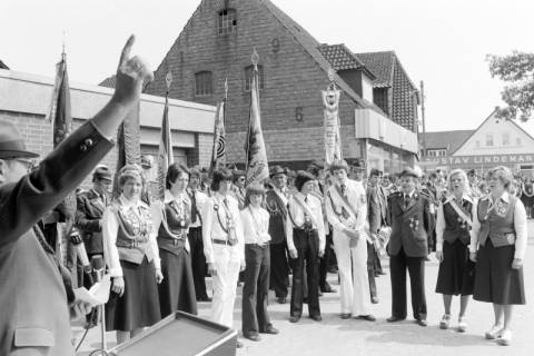 ARH NL Mellin 01-014/0007, Schützenproklamation der Schützengesellschaft Aligse von 1924 e. V. in Aligse, 1975
