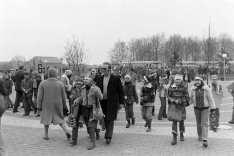 ARH NL Mellin 01-015/0003, Umzug von Schülern des Gymnasiums und der Realschule Großburgwedel in das neu gegründete Gymnasium Isernhagen, ohne Datum