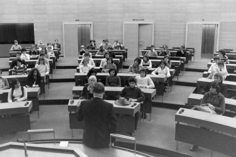 ARH NL Mellin 01-016/0006, Schülergruppe? im Niedersächsischen Landtag, Hannover, ohne Datum