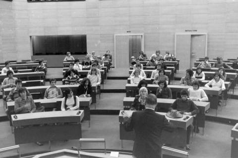 ARH NL Mellin 01-016/0007, Schülergruppe? im Niedersächsischen Landtag, Hannover, ohne Datum
