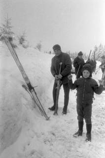 """ARH NL Mellin 01-017/0008, Ausflug des SkiClub """"Winterfreuden"""" in den Harz, ohne Datum"""