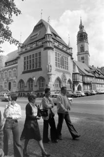 ARH NL Mellin 01-020/0015, Schlossplatz, mit Blick auf Bomann-Museum und Turm der Stadtkirche, in Celle, ohne Datum