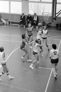 ARH NL Mellin 01-021/0008, Basketball in der Turnhalle des Gymnasiums Großburgwedel, ohne Datum