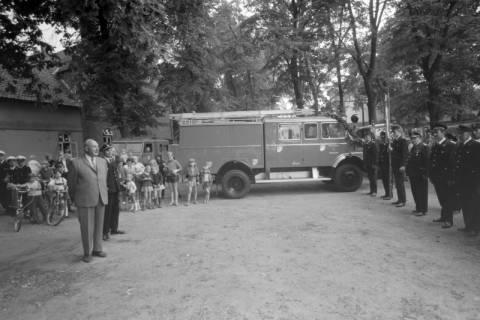 ARH NL Mellin 01-023/0012, Übergabe eines Löschgruppenfahrzeugs (LF8-schwer) an die Freiwillige Feuerwehr Großburgwedel, 1974