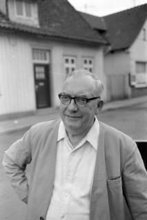 ARH NL Mellin 01-024/0007, Walter Rückriem, ehemaliger Bäckermeister und Stadtbrandmeister in Burgdorf, 1971