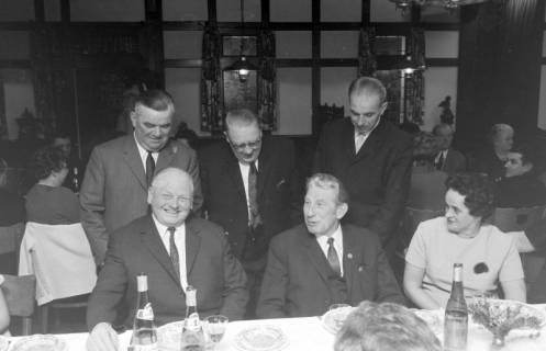 ARH NL Mellin 01-026/0017, Feier zum 50-jährigen Betriebsjubiläum des Baugeschäfts Georg Gieseke, Lehrte in der Gaststätte Just in Steinwedel, 1970
