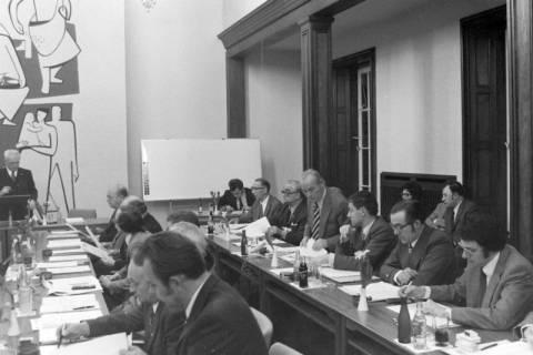NL Mellin 01-029/0015, Ratssitzung im Rathaus I, Burgdorf, zwischen 1974/1976
