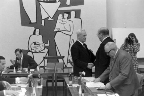 NL Mellin 01-029/0017, Ratssitzung im Rathaus I, Burgdorf, zwischen 1974/1976