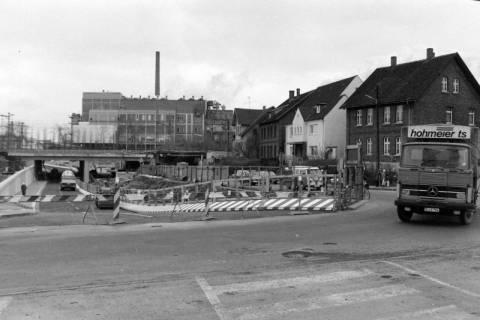 NL Mellin 01-031/0001, Neubau der Bahnunterführung (im Hintergrund die Zuckerfabrik), Lehrte, ohne Datum
