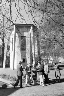 NL Mellin 01-035/0015, Turm-Glockenspiel (Carillon) im Garten der Henriettenstiftung, Hannover, ohne Datum