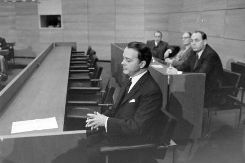 NL Mellin 01-045/0001, Ernst Albrecht  im Niedersächsischen Landtag nach seiner Wahl zum Ministerpräsidenten, wohl 1976