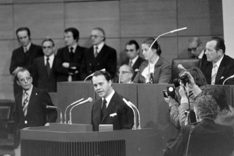NL Mellin 01-045/0003, Antrittsrede von Ernst Albrecht nach seiner Wahl zum Ministerpräsidenten im Niedersächsische Landtag, wohl 1976