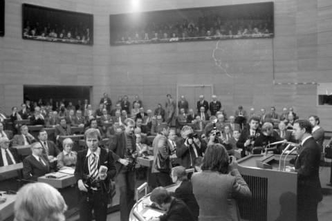NL Mellin 01-045/0007, Antrittsrede von Ernst Albrecht  im Niedersächsischen Landtag nach seiner Wahl zum Ministerpräsidenten, wohl 1976