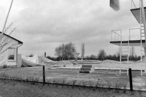 ARH NL Mellin 01-045/0023, Einsturz der Traglufthalle des Schwimmbades in Uetze, um 1980