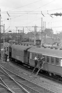 NL Mellin 01-046/0012, Zugreinigung im Bahnhofsbereich Lehrte, ohne Datum
