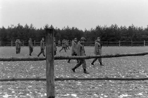 NL Mellin 01-047/0021, Unbewaffnete Bundeswehrsoldaten, ohne Datum