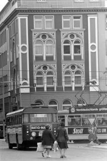 NL Mellin 01-055/0010, Blick vom Ernst-August-Platz auf das Gebäude der Sparda-Bank, Hannover, ohne Datum
