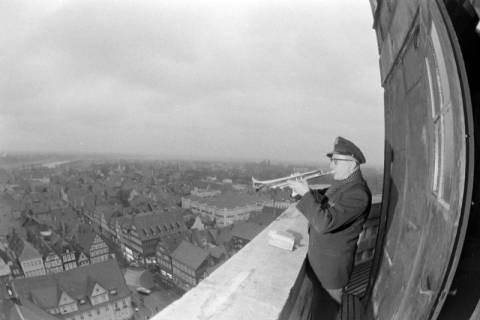ARH NL Mellin 01-057/0016, Turmbläser auf Turm der Stadtkirche in Celle, ohne Datum